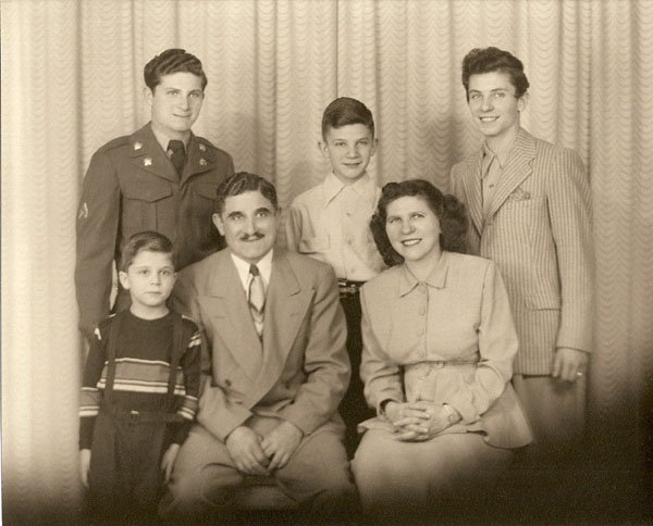 (back) Frank, Micky, Mark, (front) Dicky, Jim and Betty Common