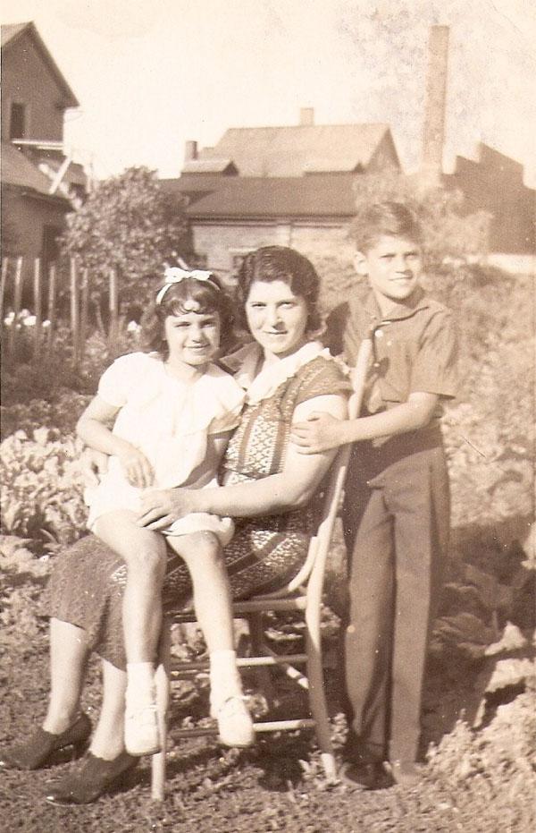 Anita, Marie and Mark Twain Common
