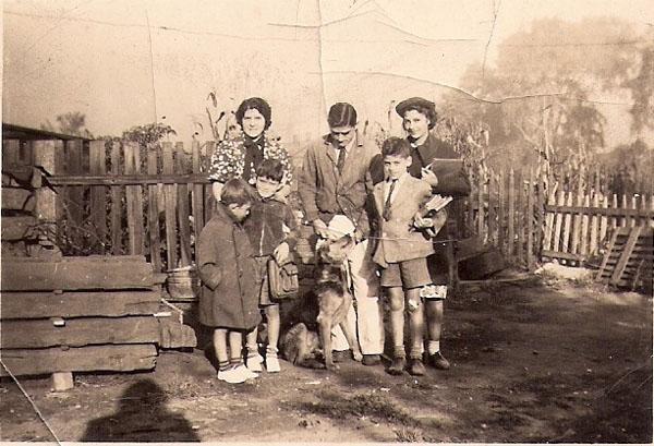 Markie, Franky, Marie, Jim, Mark Twain and Anita Camodeca and Tim the Dog