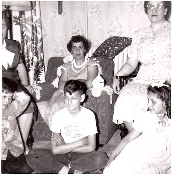 floor - Dicky, Francy and Kathi Common, sitting - Unknown, Unknown and Sophi ?